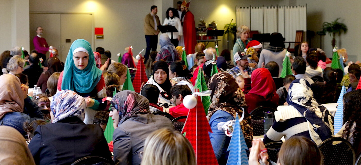 Muslim Refugee Families Celebrate Christmas